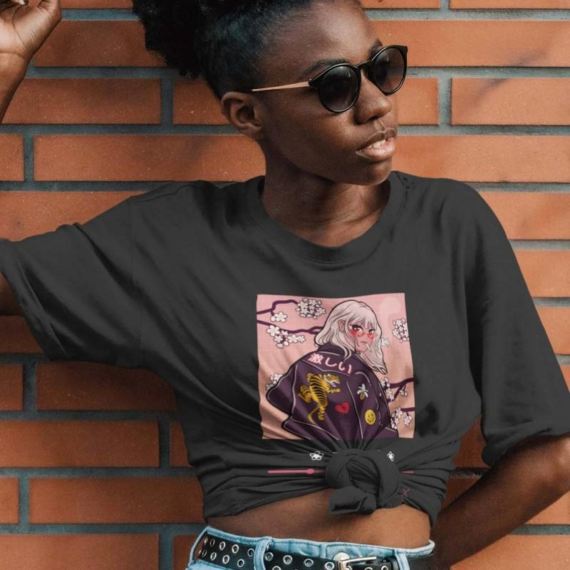 T-Shirt nera maglietta a tema anime aesthetic