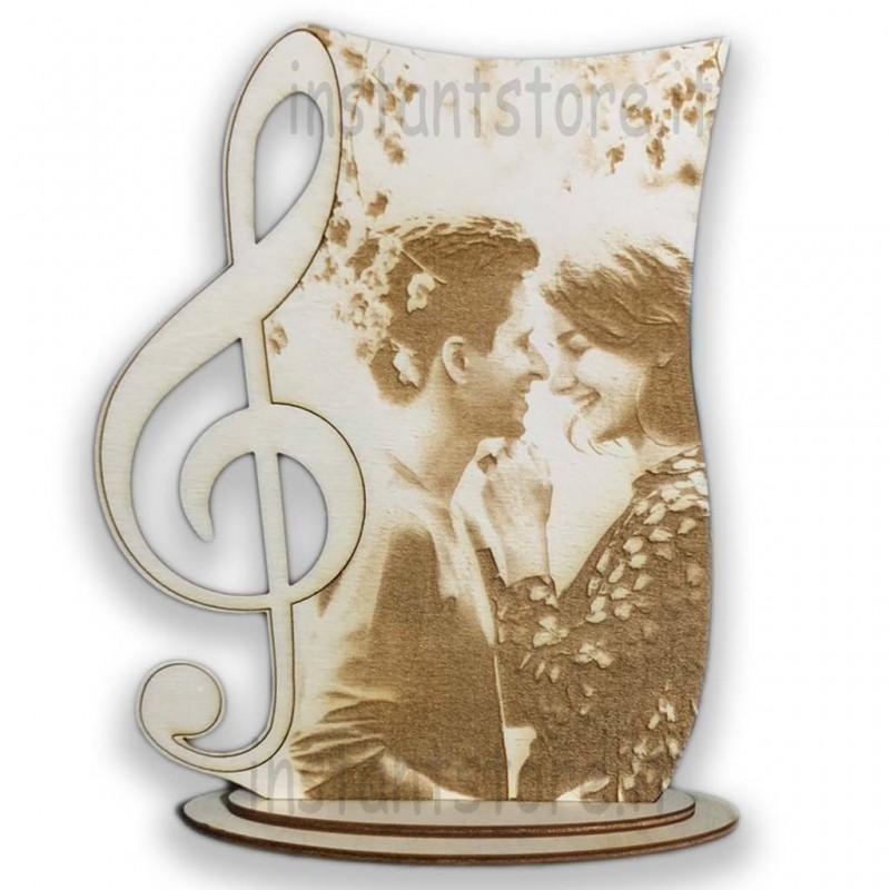 Foto incisione su legno personalizzata con chiave di violino